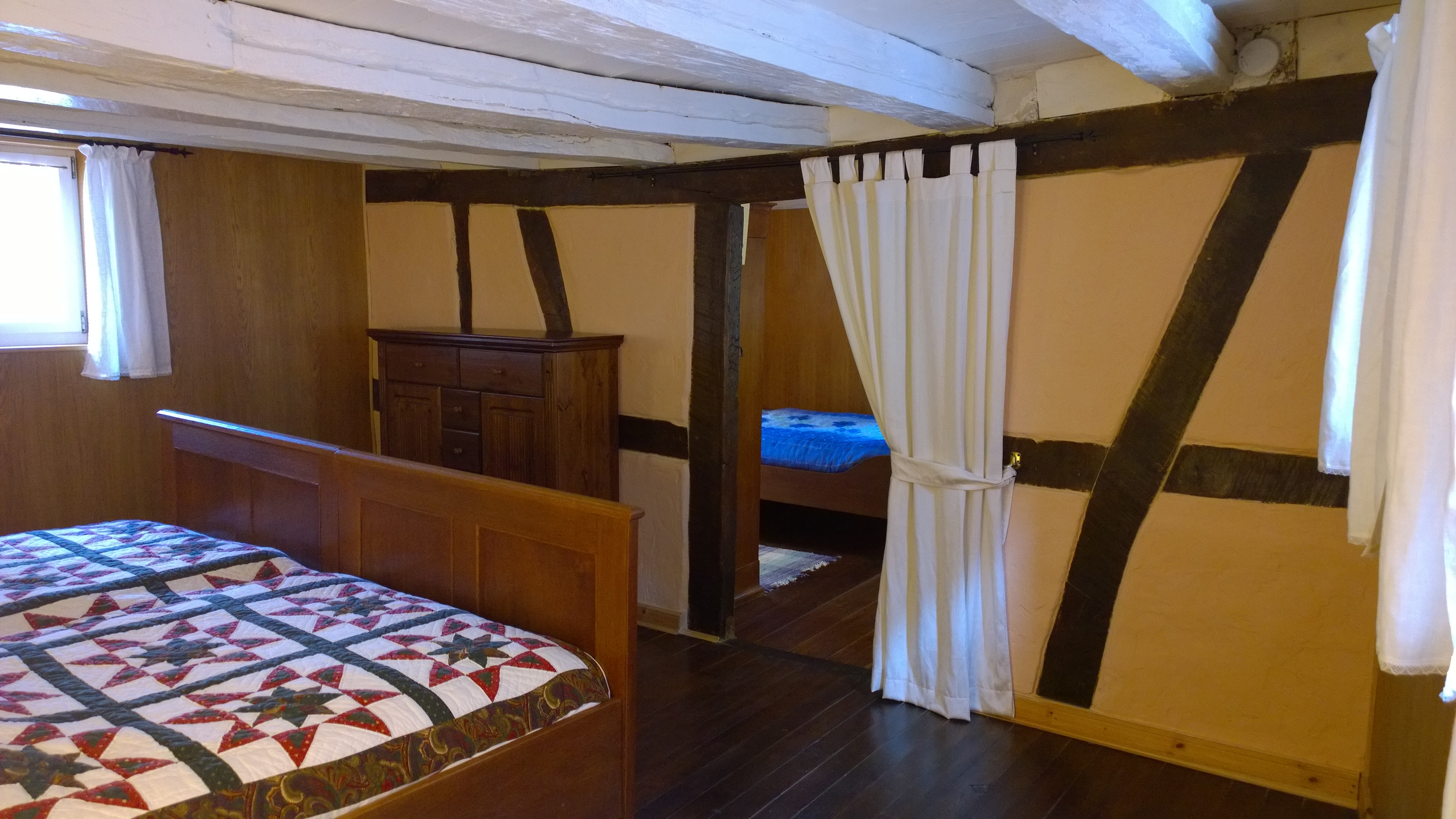 Blick vom Schlafzimmer 1 im 1. Stock ins Schlafzimmer 2